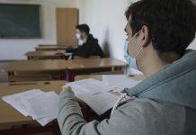 Un profesor este cercetat după ce a pozat subiectele de la Evaluarea Națională şi le-a postat pe un grup de WhatsApp