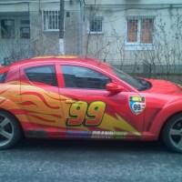 JUCĂRII CU VIAŢĂ: Fulger McQueen, pe străzile Capitalei. Toţi rămân blocaţi când o văd la semafor!