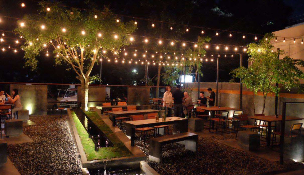 Four-Play-Cafe-Resto-Bandung-live-music