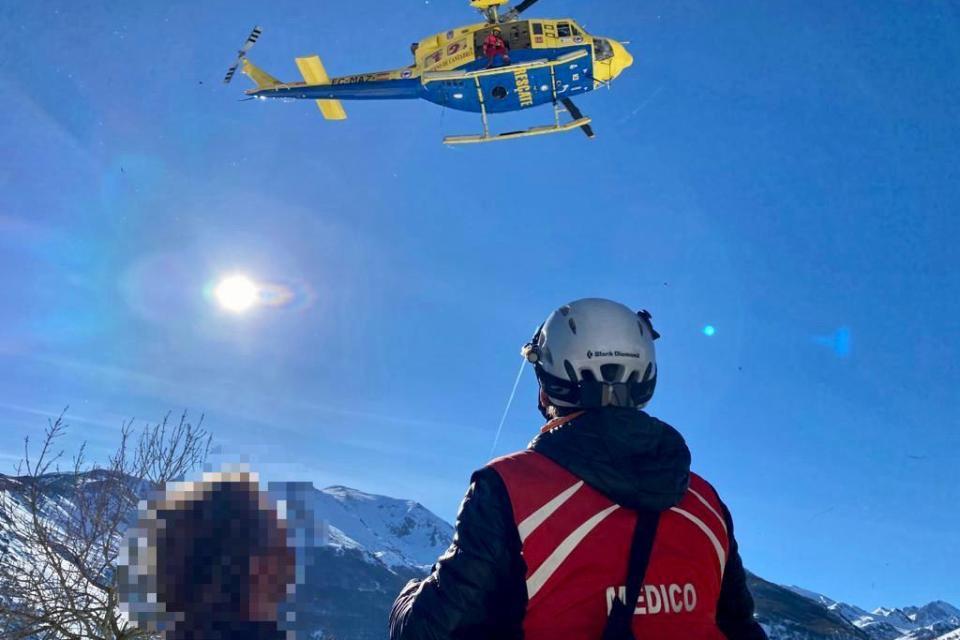 El helicóptero traslada a un vecino de Tresviso con una posible fractura en un tobillo