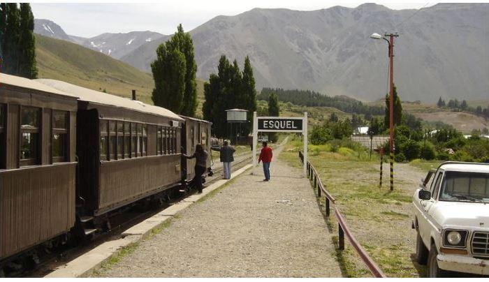 En Esquel regalarán combustible a los turistas chilenos