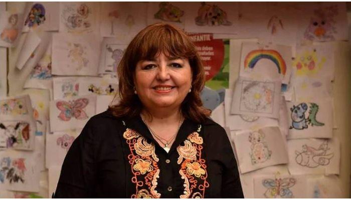 """Cómo trabaja la docente rosarina que promueve el uso del celular en clase y compite por el """"Nobel de la educación"""""""