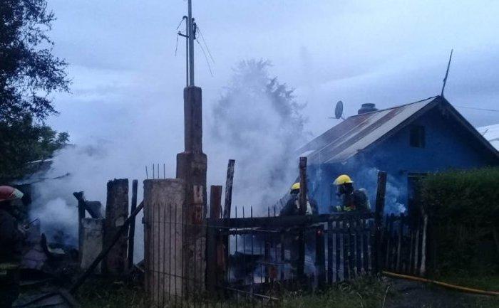 Un apuñalado y dos casas en llamas, fue el saldo de una discusión familiar
