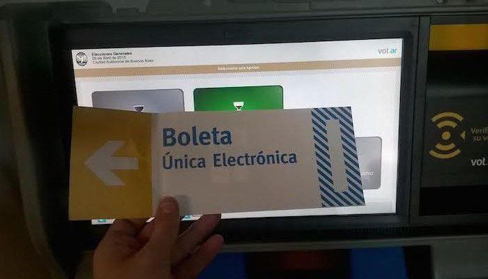 Con vista al 10 de marzo, capacitan a Autoridades de mesa, sobre el uso del voto electrónico