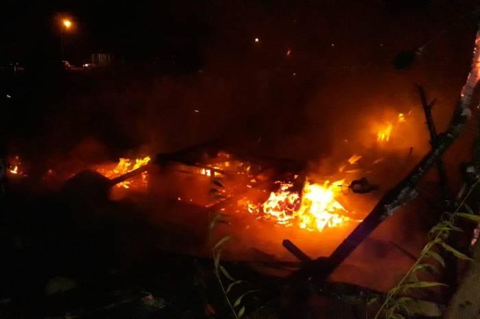 Se prendió fuego por segunda vez la casilla, en la Toma Toscas Blancas en Junín