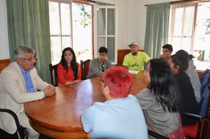 El reelecto intendente, Carlos Corazini, se reunió con jóvenes de la localidad