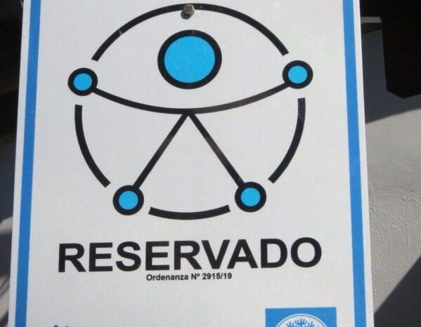 Junín de los Andes: Colocan cartelería de estacionamiento para personas en situación de Discapacidad