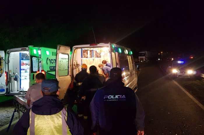 Choque frontal deja como resultado tres angusturences derivados al Hospital de San Carlos de Bariloche