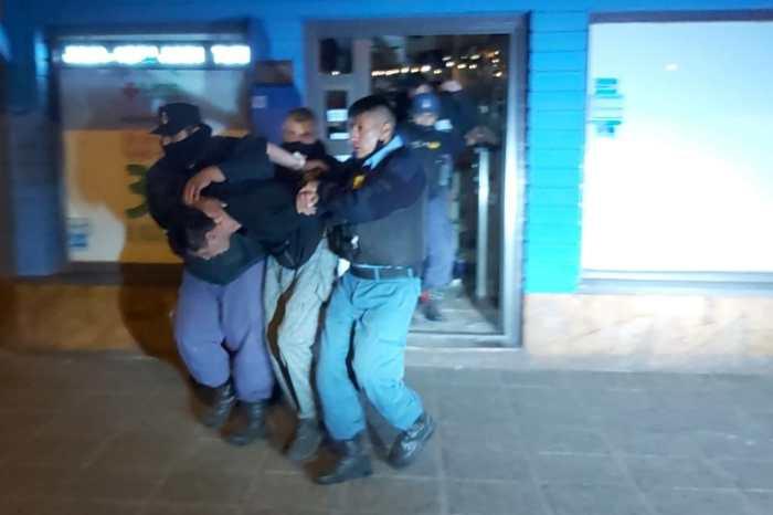 Rápido accionar policial demora a un joven en el interior de una farmacia con intención de suicidarse
