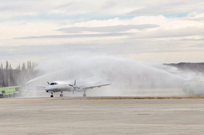 Gutiérrez recibió al primer vuelo de LADE que une a Neuquén con Mendoza