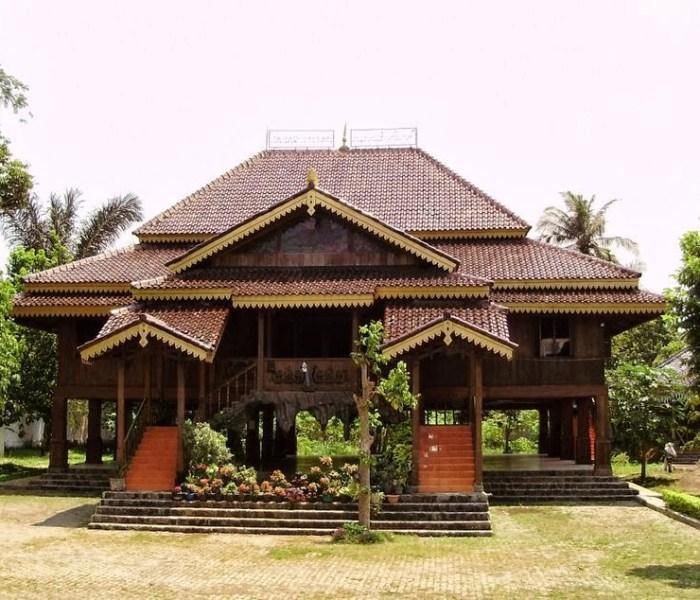 Inilah Jenis-Jenis Rumah Adat Lampung + Foto dan Filosofinya