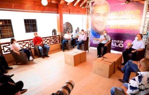 Gonzalo Castillo entrega 45,000 mil mascarillas a tres provincias del pais