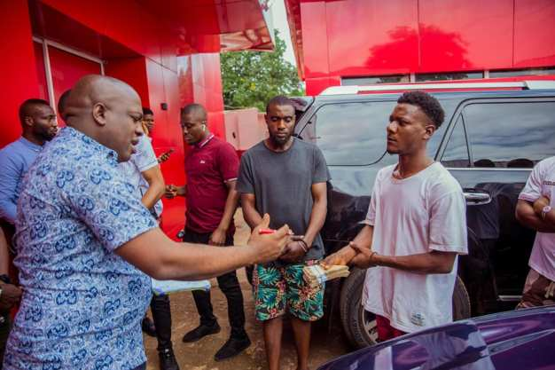 Southeast Entrepreneur Empowers Car Street Washers With Cash To Start Their Own Business
