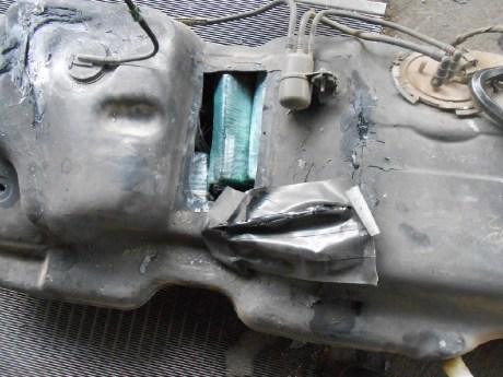 El residente de Phoenix llevaba el narcótico escondido en el tanque para la gasolina.