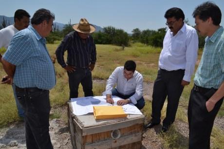 El legislador acompañó al Presidente Municipal durante el arranque de la obra.