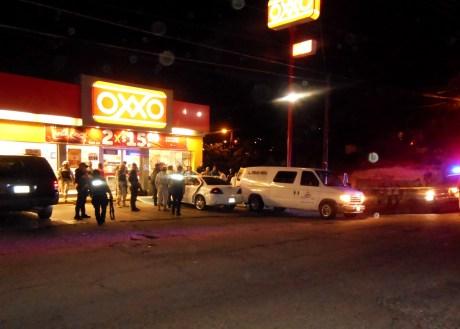 En el Oxxo de la calle Vazquez fue ejecutado un vecino de la colonia Buenos Aires ayer por la noche.
