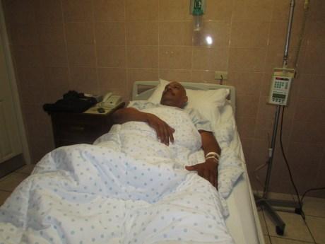 El chofer de taxi quedó convaleciente en un hospital de la localidad.