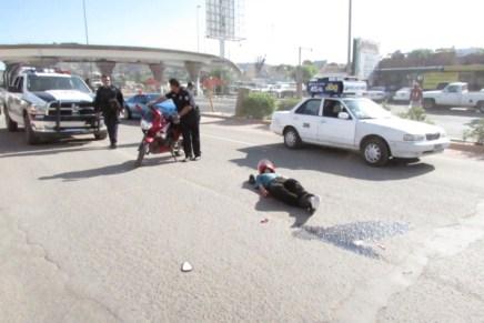 Grave motociclista luego de que joven conductor le cortara la circulación