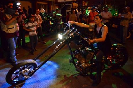 La Senadora nogalense participó durante el encuentro de motociclistas.