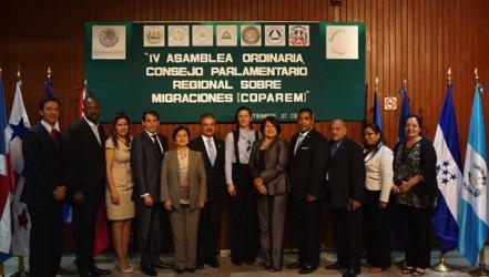 Legisladores asistentes al evento.