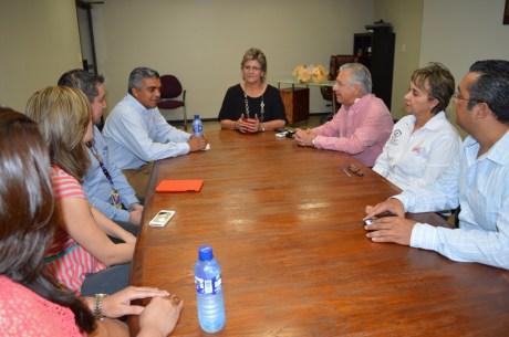 Se reúne RGM y su esposa con directivos del Teletón Sonora.