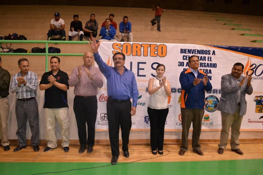 El Alcalde inauguró el evento deportivo.