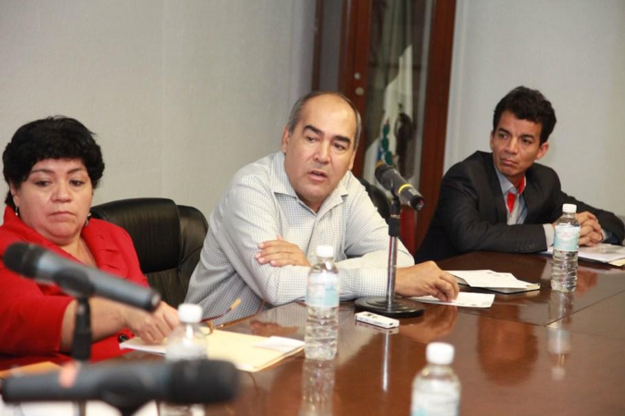 El diputado Carlos Navarro López recibió la propuesta.