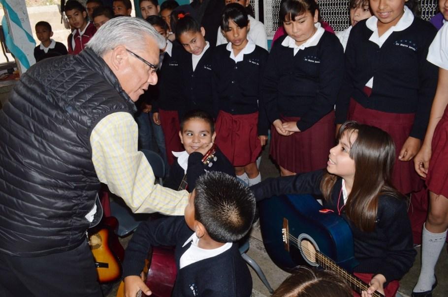 Visita Alcalde escuela primaria Diego Rivera en el fraccionamiento Las Bellotas.