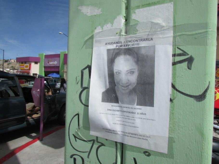 Volante con la información de la joven desaparecida.