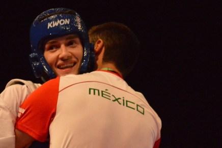 Cumple con doblete dorado el taekwondoín nogalense René Lizárraga