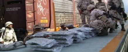 Decomisan militares droga oculta en vehículos nuevos de la Ford que eran transportados a EUA
