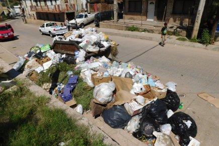 Falta de combustible para camiones recolectores ocasionan caos con la basura de Nogales