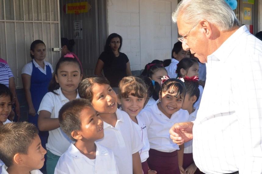 Trabaja Ramón Guzmán hasta el último día de su Gobierno en el tema educativo.