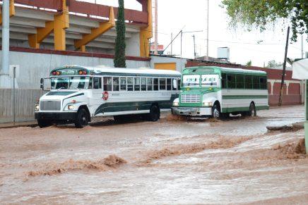 Multan a tres chóferes de camiones urbanos por poner en riesgo a pasajeros