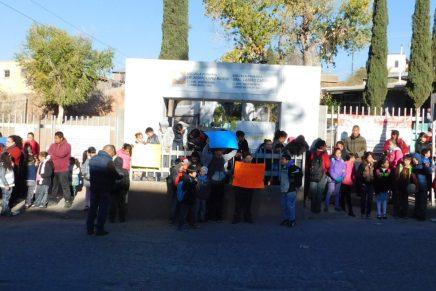 """Reciben cientos de niños clases sin luz en las aulas de la """"Lázaro Cárdenas"""""""
