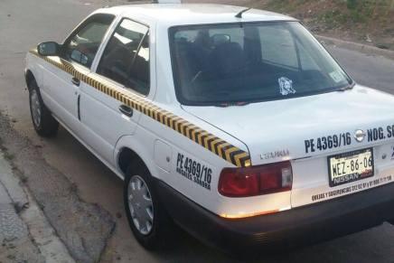 Par de sujetos atracan y despojan de su vehículo a taxista, por la Nuevo Nogales