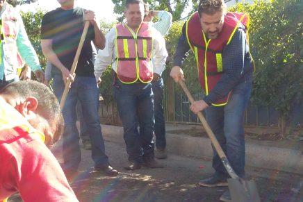 Llevan priístas su programa de bacheo a la colonia Lomas de Nogales