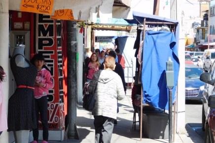 Buscan ordenar el comercio informal y ambulantaje para despejar banquetas en Nogales