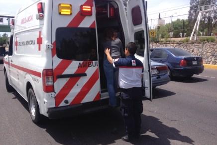 Dejan múltiples choques daños de consideración y una mujer lesionada