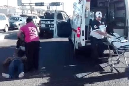 Provoca conductora volcamiento frente al Villa Sonora, un lesionado