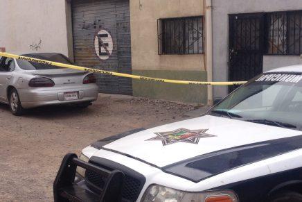 Encuentran a «encajuelado» en vehículo estacionado por el callejón Bernal