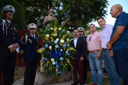 Reciben bomberos de Nogales unidad donada en festejos por su día