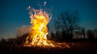 Фото дня: Неконтролируемые пожары могут привести к жертвам и потерям. Фото: Вадим Штербате / Observatorul de Nord
