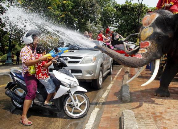 Фото дня: Праздник воды в Таиланде