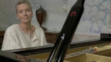 Elizabeth Sombart – Cand muzica devine o prelungire a sufletului – concert extraordinar de pian in Oradea