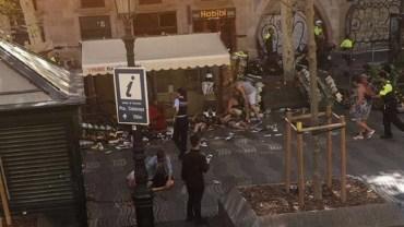 UPDATE: Atac terorist la Barcelona. 13 morti si 50 de raniti, dupa ce o duba a intrat in multime, pe o artera foarte aglomerata