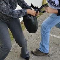 Hombre herido al ser sorprendido asaltando mujeres en Los Minas