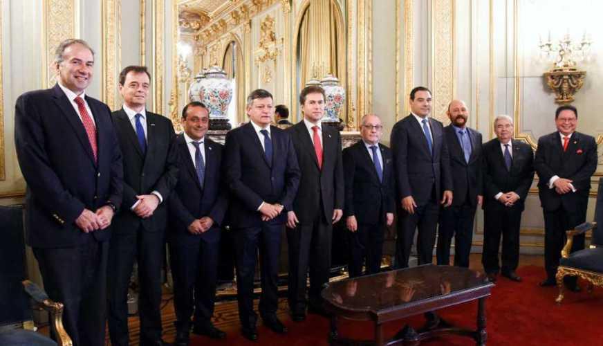 Gustavo Valdés junto a los cancilleres de Argentina y Paraguay