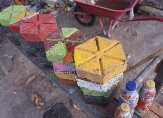 Paving Block dari Sampah Plastik