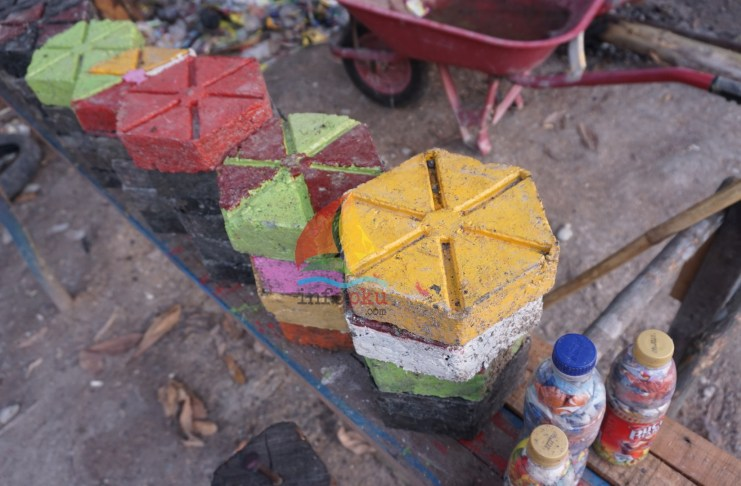 Paving Block dari Sampah Plastik